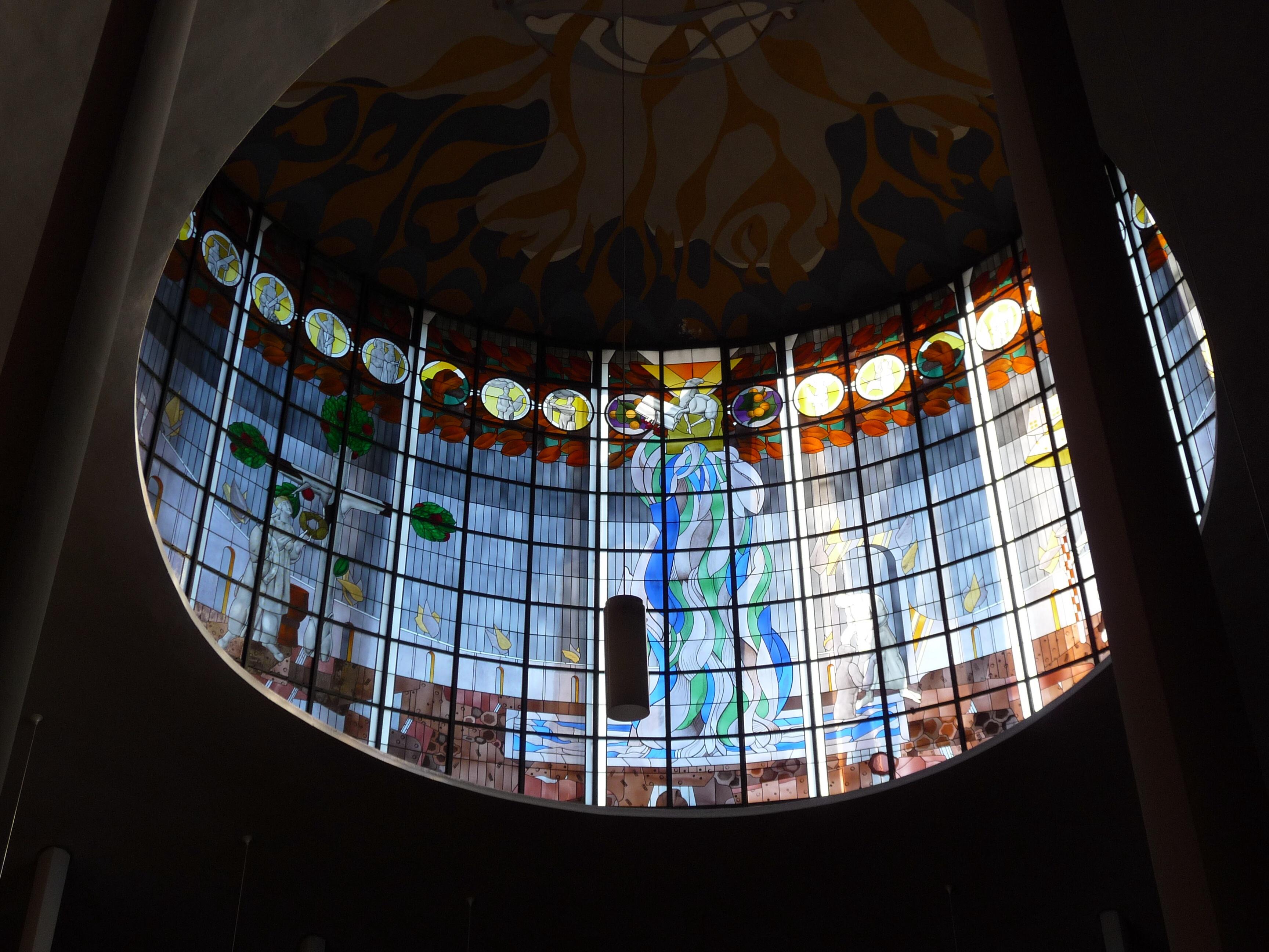 Glasfenster in der Kuppel, Entwurf Hubert Schaffmeister, 1985, St. Albert in Saarbrücken © Marlen Dittmann